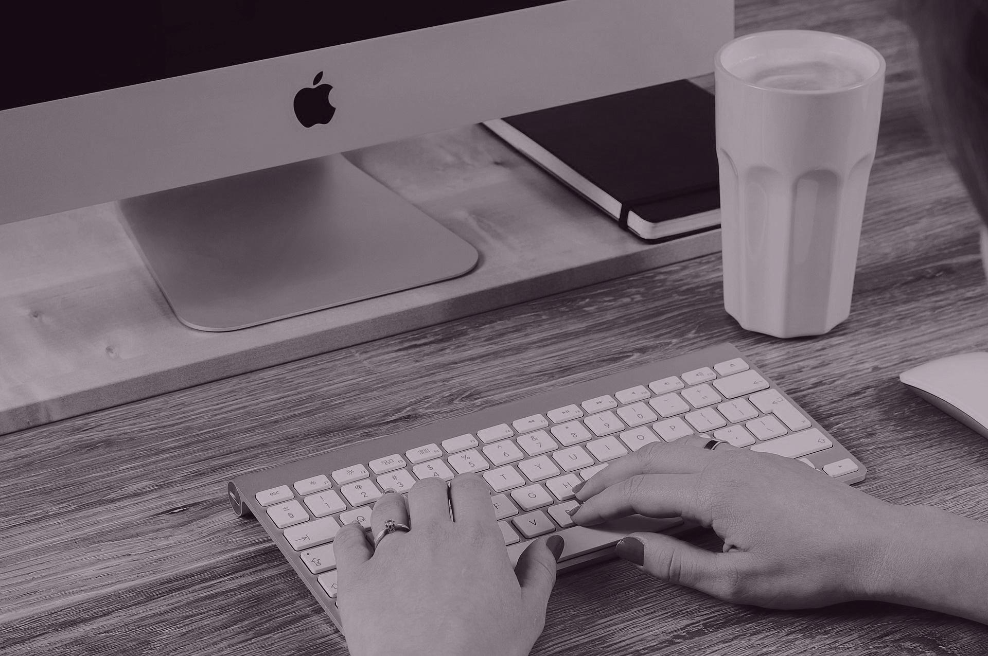 Imagebild Keybord mit Händen